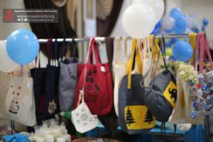 کیسه های دوستدار محیط زیست سبزین دست در بازارچه خیریه بوی عیدی