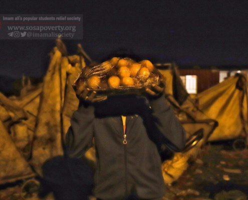 حضور اعضای خانه ایرانی ملکآباد کرج در گاراژ ضایعاتی در کنار کودکان زبالهگرد