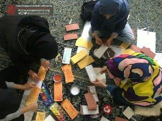 آماده کردن تزیینات جشن یلدا در خانه ایرانی قم