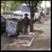 رفتار اهانت آمیز با کودک زباله گرد