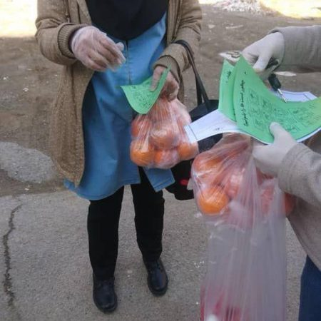 توزیع پک مواد بهداشتی، تغذیه و ارایهی توصیههای بهداشتی و راههای پیشگیری از کرونا در پاکدشت