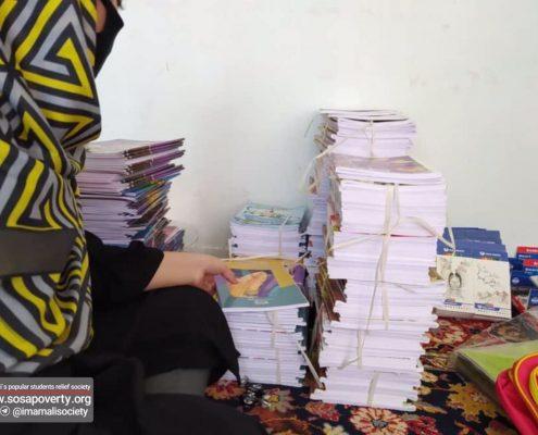 اهدا لوازم تحریر به کودکان مناطق حاشیه در طرح از مهر بگو