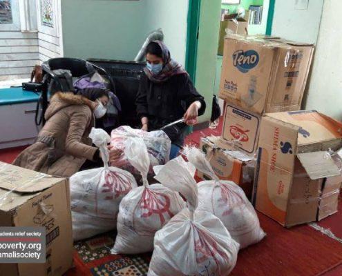 بارگیری اقلام غذایی، بهداشتی و گرمایشی موردنیاز از خانه ایرانی شیراز جهت توزیع در میان خانوادههای سی سخت