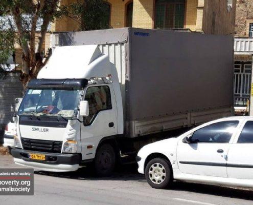 بارگیری اقلام غذایی، بهداشتی و گرمایشی موردنیاز از خانه ایرانی شیراز جهت توزیع در میان خانوادههای زلزله زده سیسخت